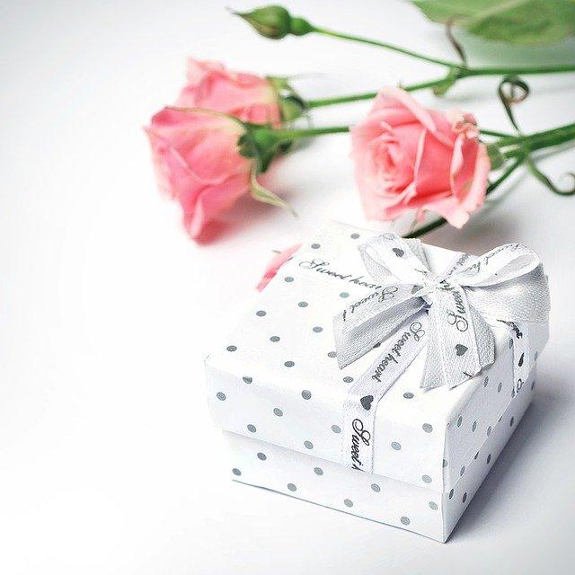 משלוח מארז מתנה לאישה